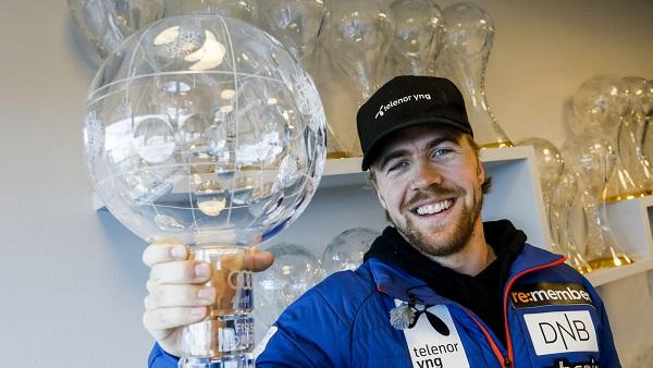 Kilde, feliz por fin con el Gran Globo en su poder. FOTO: Erik Johansen NTB