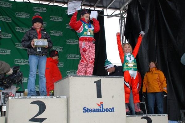 En el podio tras acabar tercera en la final nacional del circuito NASTAR, con siete años.