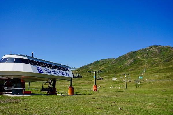 El telesilla Blanhiblar, situado en la zona de Beret, permite disfrutar de un agradable trayecto hasta los 2.200 metros.