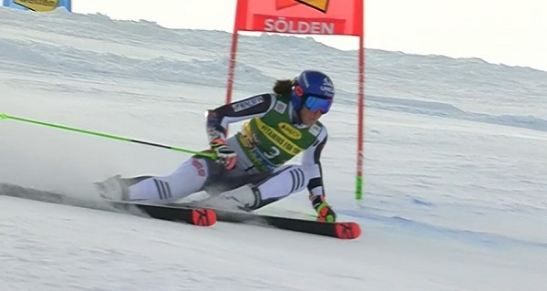Petra Vlhova ha sacado su casta su esquí de fuerza para hacewrse un hueco en el podio tras nuna mala primera manga.