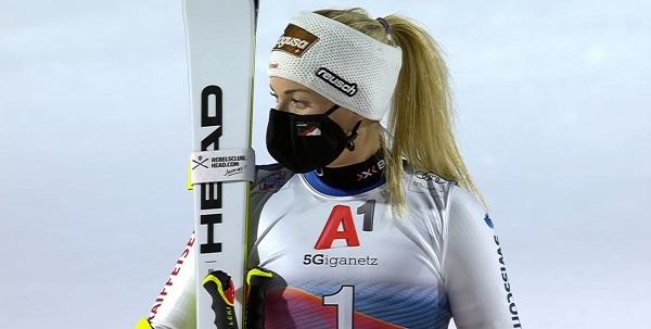 Podio para Lara Gut, que parece prometer una buena temporada de la suiza ganadora del Gran Globo en 2016.