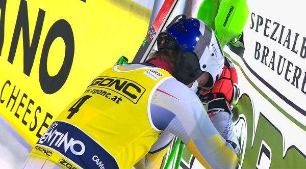 Henrik Kristoffersen reacciona al verse ganador del slalom nocturno de Madonna, su primera victoria tras un mal inicio de temporada.