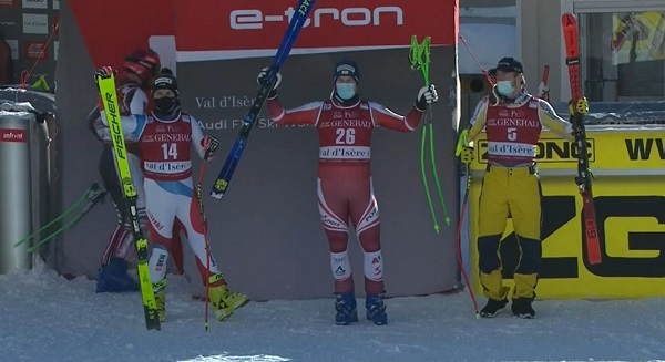 Podio presidido por Otmar Striedinger, con Urs Kryenbuehel y Aleksander Aamodt Kilde. Minutos después salió Cater y sacó del peldaño más bajo al noruego.