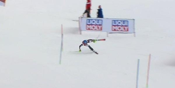 En este momento Petra Vlhova podría haber perdido algo mucho más importante que el segundo slalom de Are.