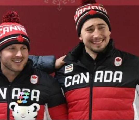Alexander Kopacz, primero por la derecha, junto a su compañero Justin Kripps