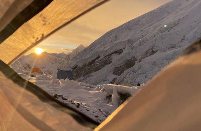 Una imagen del campo base del Everest desde la tienda de Jornet y Goettle