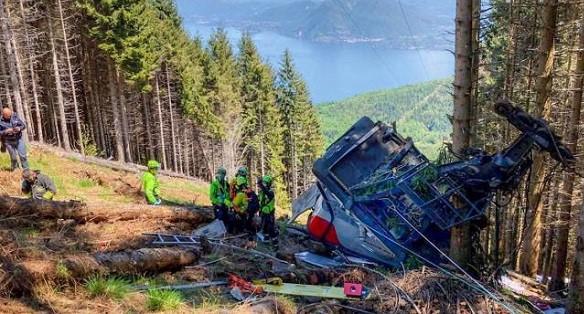 Los equipos de rescate han tenido problemas para acceder a la zona donde se ha desplomado el teleférico. FOTO: CNSAS