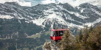El habitáculo se ubica sobre la punta de la montaña
