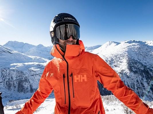 Aurelien Ducroz posa con la nueva Elevation Infinity 2.0 Jacket. FOTO: Helly Hansen