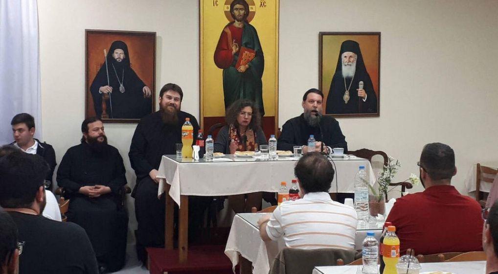 Η καθηγήτρια Μαρίνα Κολοβοπούλου στη συνάντηση του Μητροπολίτη κ. Γαβριήλ με τους νέους