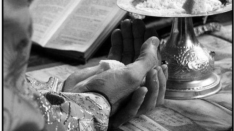 Κυριακάτικες Θείες Λειτουργίες στο Ιερό Παρεκκλήσιο της «Παναγίας Ελεούσας»