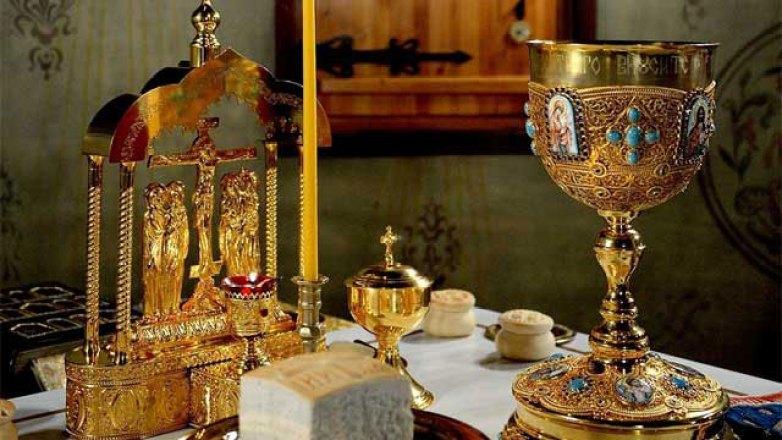 Θεια Λειτουργία στο Ιερό Παρεκκλήσιο της «Παναγίας Ελεούσας»
