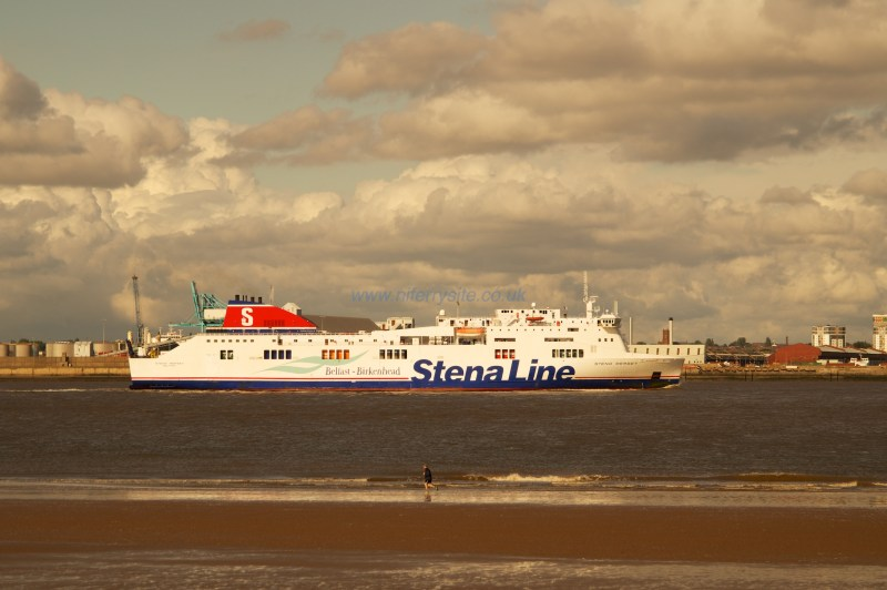 Stena Mersey sailing down the River Mersey towards Birkenhead's 12 quays terminal. © 2014 Steven Tarbox/NIFerrySite
