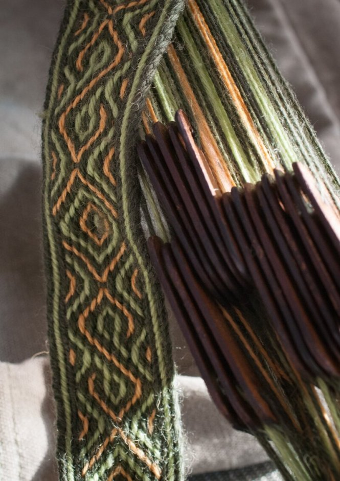 Green tablet-woven belt | nigdziekolwiek.com