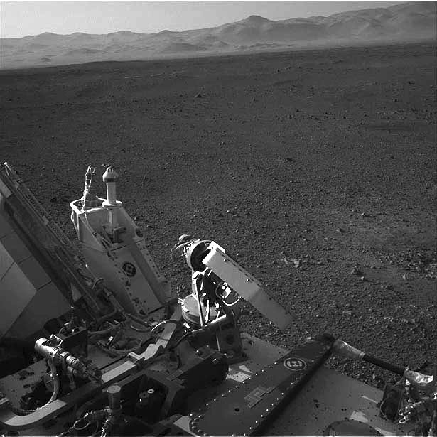 Curiosity rover mountains and rocky plains