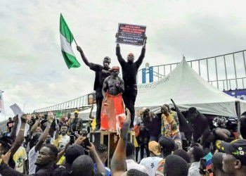 #EndSARS protesters occupy the popular Effurun Roundabout in Delta State
