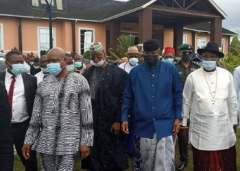 The Deputy President of the Senate, Senator Ovie Omo-Agege, Olorogun O'tega Emerhor, Rev Francis Waive and other APC leaders during Omo-Agege's visit to Emerhor home in Evwreni, Ughelli North Local Government Area of Delta State on Saturday