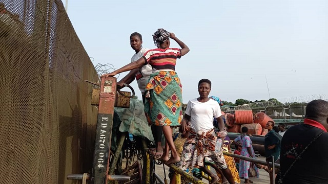 Protesting Gbaramatu women from Benikrukru at Chevron facility in Warri South-West, Delta State over alleged oil spill