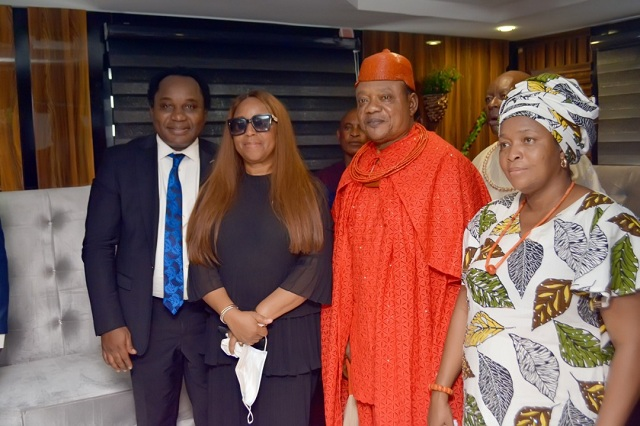 From L-R Dr. Augustine Onwumere, Chairman,   PWAN Group, Dr. Mrs Jayne Onwumere, GMD, PWAN Potters, HRM Wilson Ojakovo Oharisi III and Queen (Mrs) Oharisi, during the official lunching of PWAN Potters head office at, Ughelli Delta State.