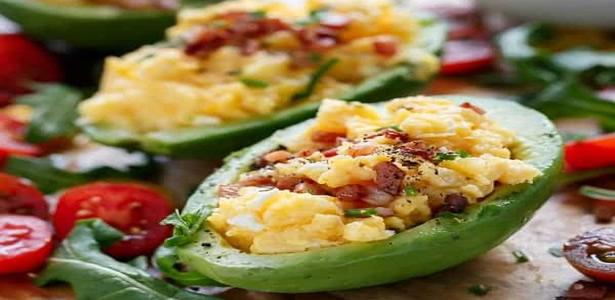 Scrambled Eggs and Crispy Bacon in Avocado Recipes :: Galleria ...
