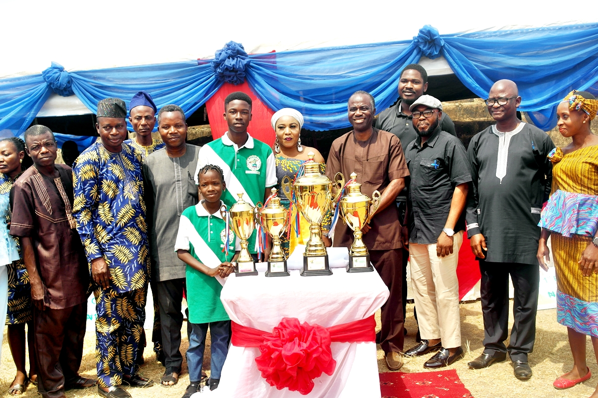 Presentation of Trophy to Eniola Grace Idowu