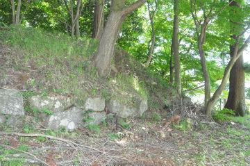 搦手門近くの石垣の写真