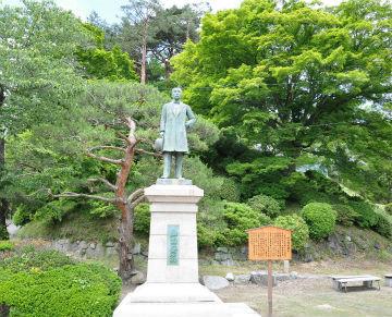 山田脩 翁(おきな)像の写真