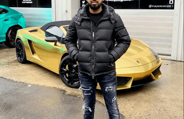 MAN'S GOLD LAMBORGHINI GOES UP IN FLAMES JUST 1 HOUR AFTER PICKING IT UP. [photos]