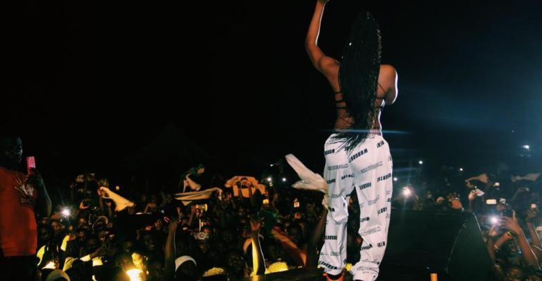 Welcome To Sowutuom: Eazzy Goes Topless At Medikal's Concert   WATCH