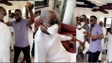 Photo of Sarkodie surprises Osei Kwame Despite with a performance in his mansion