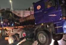 Photo of Accra: Disaster looms as articulated truck skids off Kwame Nkrumah Circle overpass [Video]