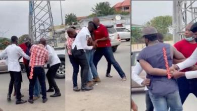 Photo of Dansoman: Strong civilian overpowers five police officers as they struggle to handcuff him for allegedly attacking a police officer | Video