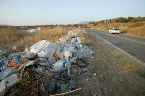 Τα σκουπίδια «πνίγουν» την Ικαρία - Ελευθεροτυπία