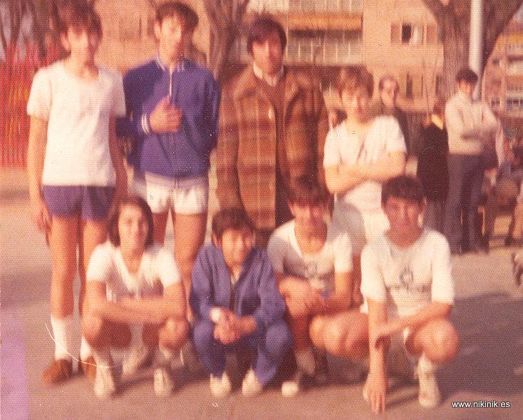 Equipo infantil. Arriba Luis Gil, Luis Javier, Alfonso Peña (entrenador) y Nicolás. Abajo: Miguel de Paúl, Jorge?, Constante y Juan Carlos.