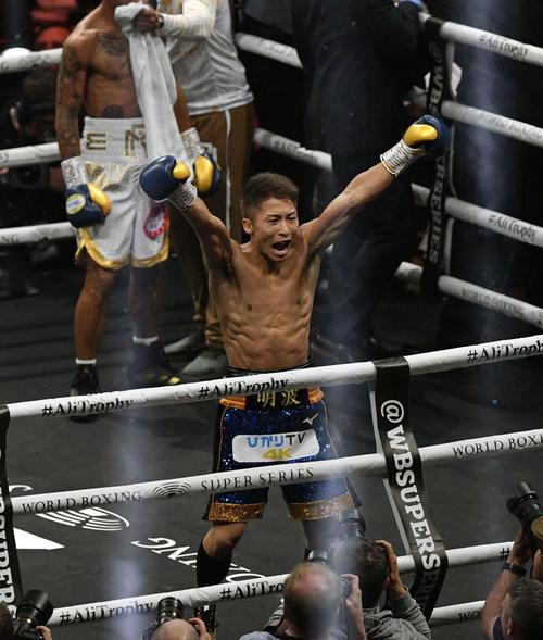 WBSSバンタム級準決勝 井上対ロドリゲス 2回、ロドリゲスに勝利し雄たけびを上げる井上(撮影・滝沢徹郎)