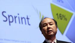 スプリント・ネクステル買収を発表したソフトバンクの孫社長(10月15日、東京)=ロイター