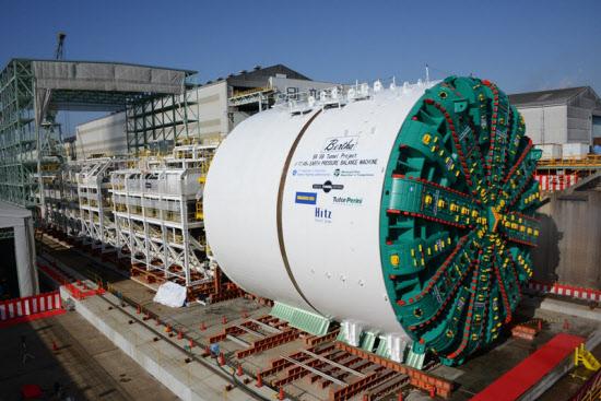 日立造船が米国シアトル市内のトンネル工事向けに製造した世界最大のシールド掘進機が完成(写真:日立造船)