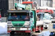 福井県土木事務所に到着した長野県の除雪支援チーム(福井市)