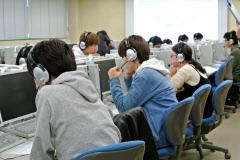 京都工繊大では1年生全員がスピーキングテストを受ける(2017年12月)