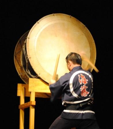 海藤洋平さんによる力強い太鼓演奏