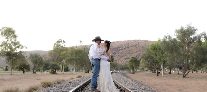 Alice Springs Wedding Photographer – Best Alice Springs Wedding Photography Packages & Prices