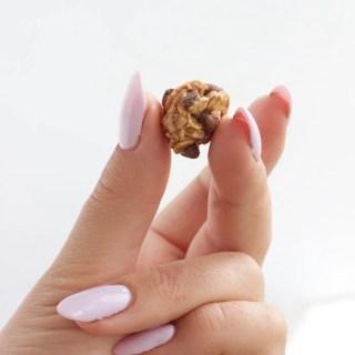 Mini Chocolate Chip and Oat Energy Balls - www.nikkisplate.com