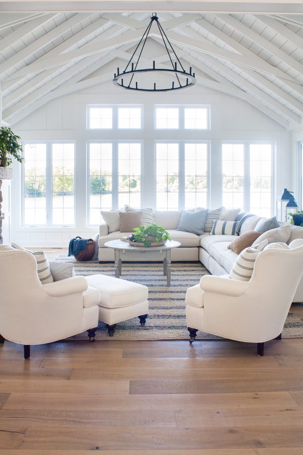 Friday Favourites; including my dream house, favourite new kitchen must have, and recipe much more!White lake house living room