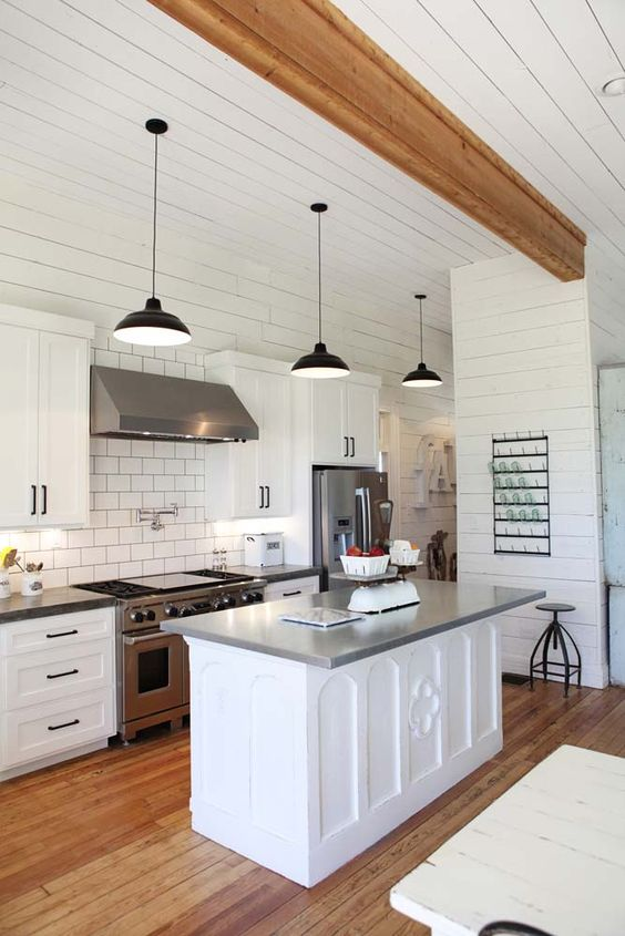 15 Best Kitchens by Joanna Gaines - A round up post of the best kitchens by Joanna Gaines! HGTV's Fixer Upper designer. Country rustic and modern charm. Kitchen renovations. #Joannegaines #HGTV #fixerupper #kitchens