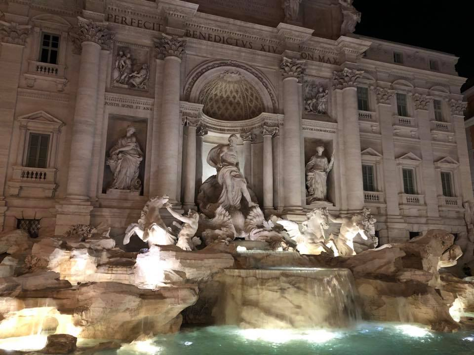 Here are the top 5 things to do while visiting Rome, Italy. Where to eat, where to stay and what to see! - Trevi Fountain