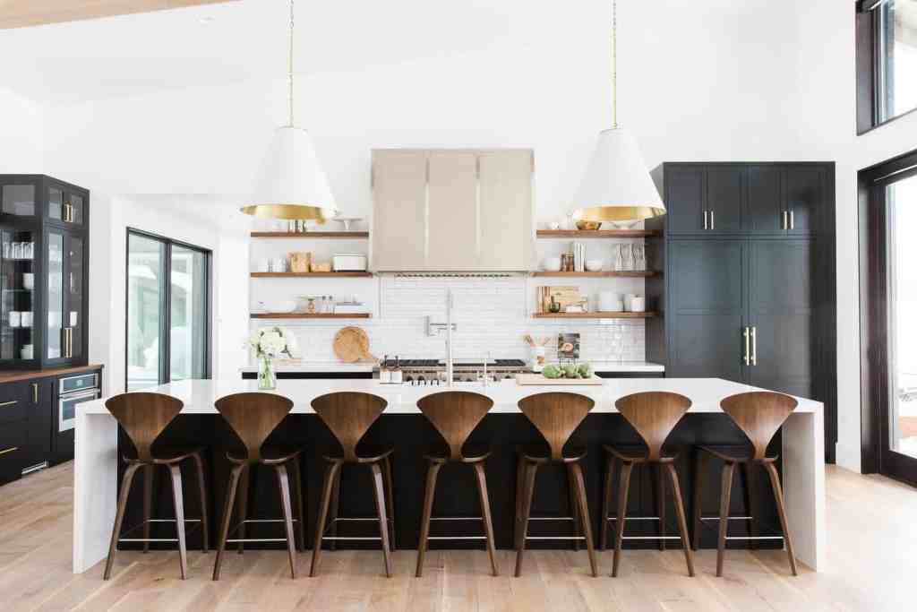 11 Best Kitchens by Studio McGee; A round up post of the best kitchens by Studio McGee! Blogger, and interior designer who knows how to renovate! Modern charm. Black Kitchen design and renovations.
