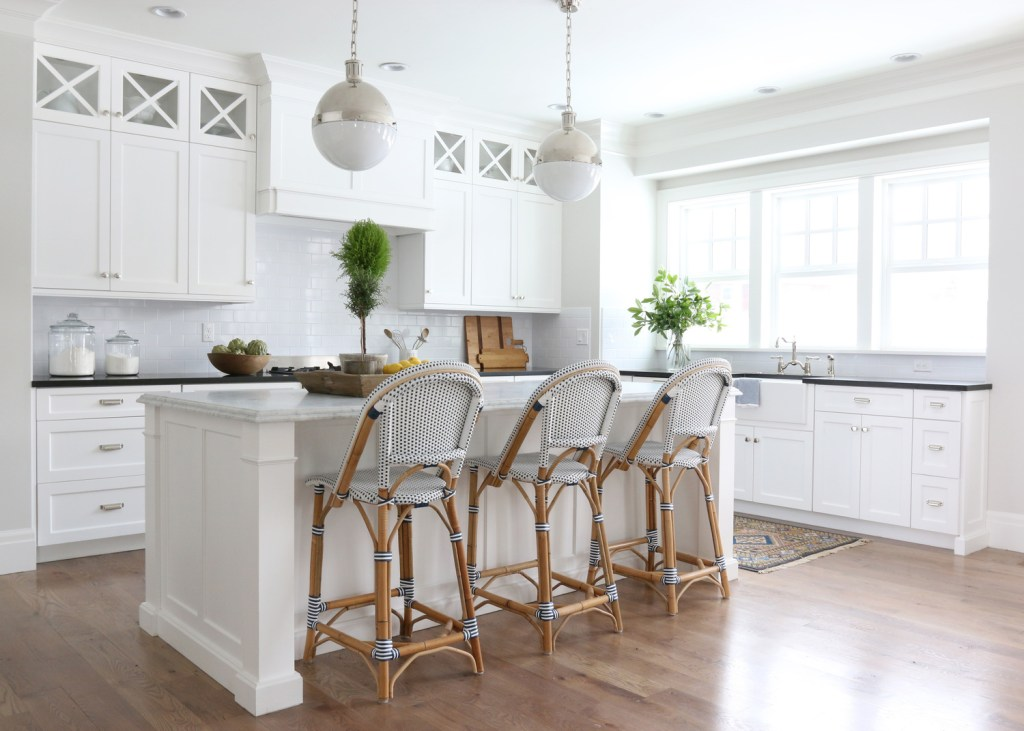 11 Best Kitchens by Studio McGee; A round up post of the best kitchens by Studio McGee! Blogger, and interior designer who knows how to renovate! Modern charm. white Kitchen design and renovations. #kitchensbystudiomcgee #studiomcgee    Nikki's Plate