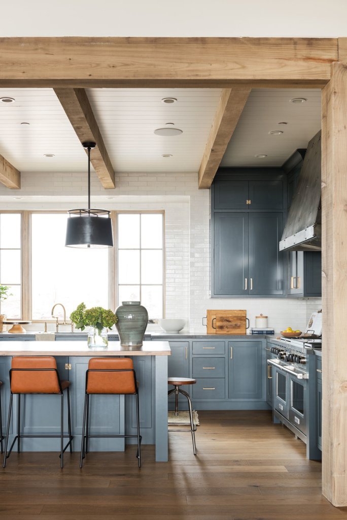 11 Best Kitchens by Studio McGee; A round up post of the best kitchens by Studio McGee! Blogger, and interior designer who knows how to renovate! Modern charm. Kitchen design and renovations. #kitchensbystudiomcgee #studiomcgee    Nikki's Plate