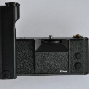 Nikon - Motor MD-4 mit der Seriennummer 294532 hat geringste Gebrauchsspuren