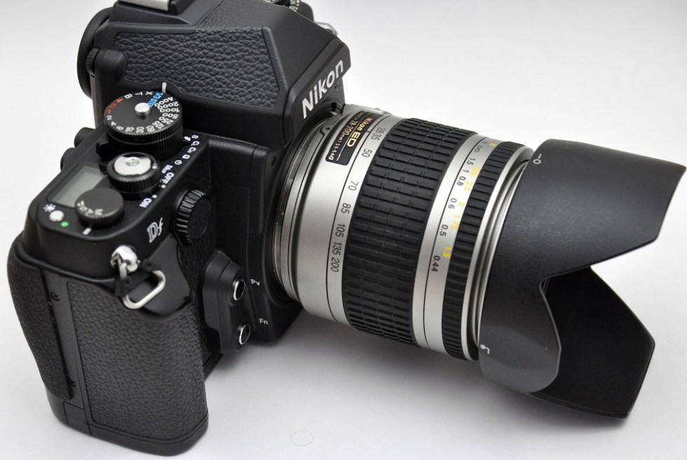 Nikon Df mit Nikon AF 28-200mm G